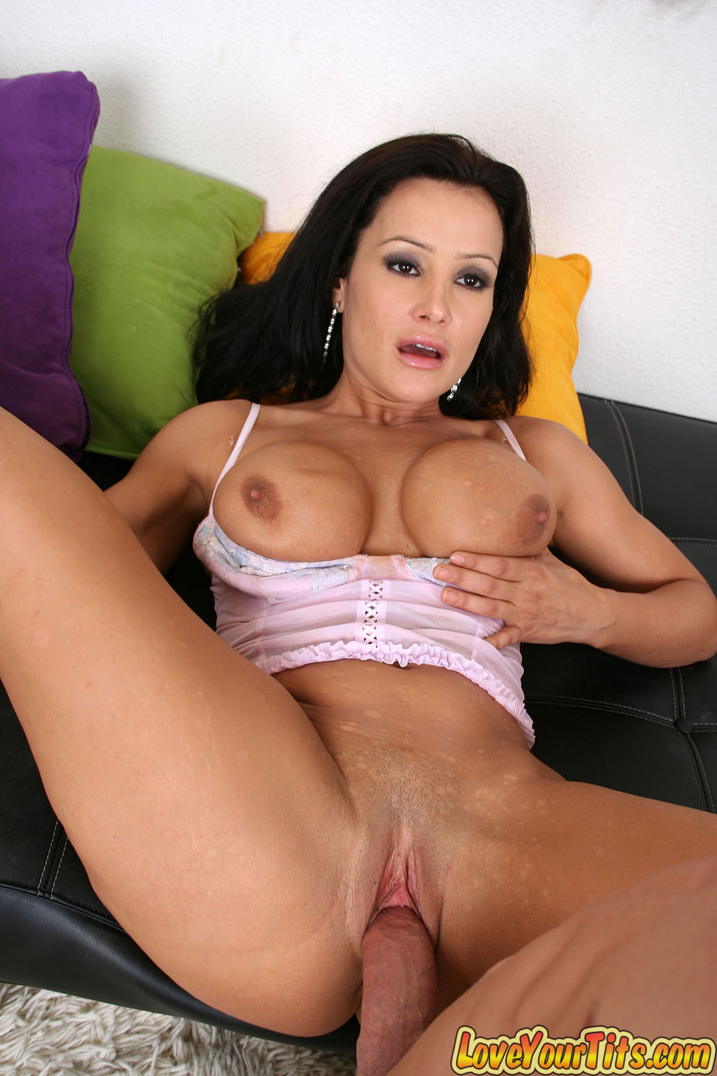 Lisa ann shaved pussy