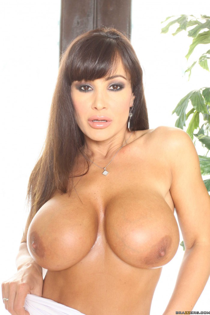 Lisa Ann No Bra