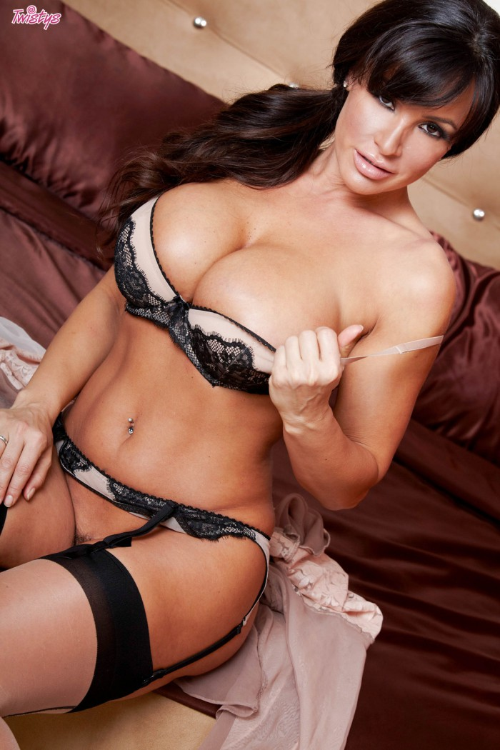 Lisa Ann Stripped
