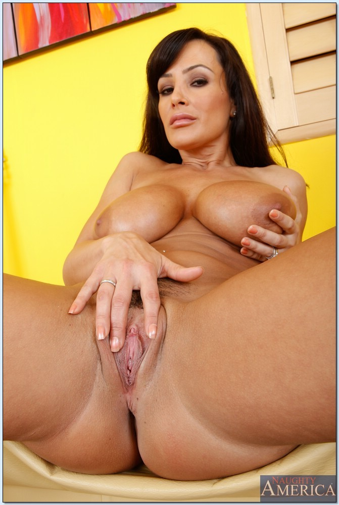Cleans nood lisa ann nude pussy close up moms